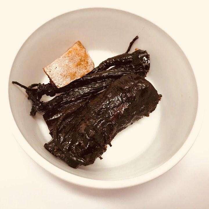 한파로 인해 몸과 마음이 추워진 요즘. 면역력에 약하신 어르신들을 위해 직접 만든 수제 홍삼정과와, 쫄깃한 식감과 달콤한 맛이 일품인 곶감을 간식으로 제공해드렸습니다.