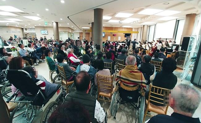 2019년 송년음악회에 많은 환자분들과 보호자분들께서 참석하신 모습
