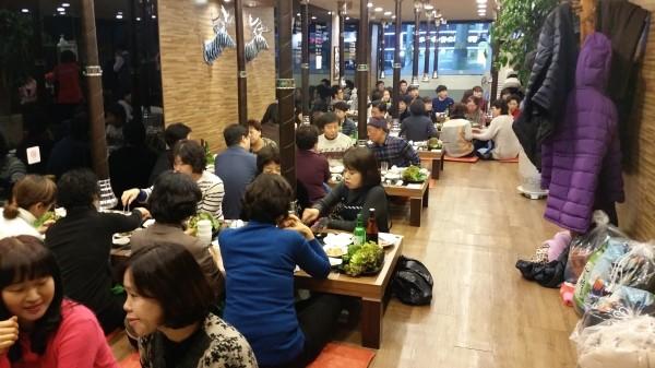 12월 11일 모든 임직원들이 모여 송년파티를 했답니다.